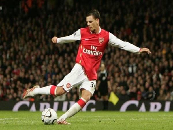 Cựu 'thần đồng' Arsenal thiếu tự tin