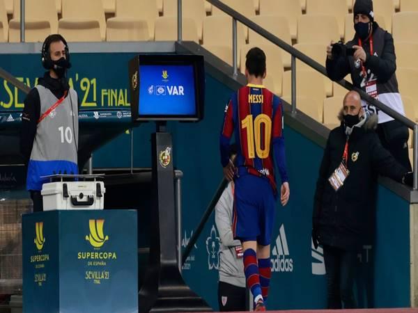 Bóng đá Quốc tế 18/1: Messi lần đầu dính thẻ đỏ ở Barca